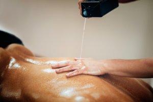 Använd glidmedlet till erotisk massage